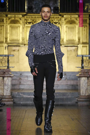 Julien MacDonald Fashion Show, Ready To Wear Collection Fall Winter 2016 in London