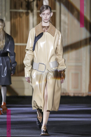 Acne Studio Fashion Show, Ready To Wear Collection Fall Winter 2016 in Paris