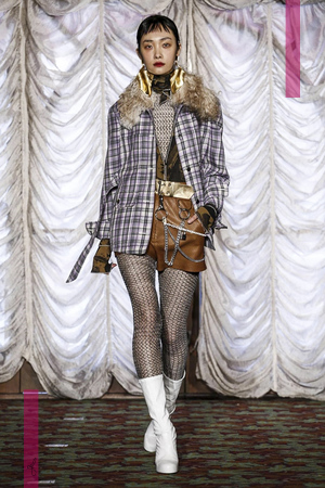 Véronique Leroy Fashion Show, Ready To Wear Collection Fall Winter 2016 in Paris