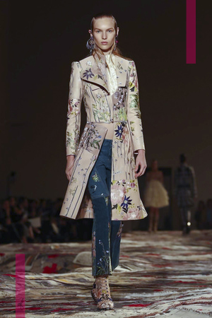 Alexander McQueen Fashion Show, Ready to Wear Collection Spring Summer 2017 in Paris