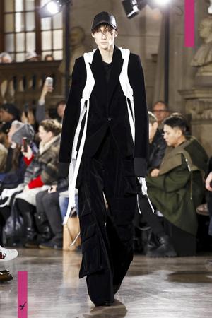 Juun J., Fall Winter 2017 Menswear Collection in Paris