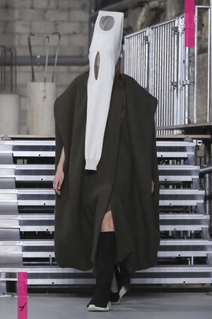 Rick Owens Ready To Wear Collection Fall Winter 2017 Fashion Show in Paris